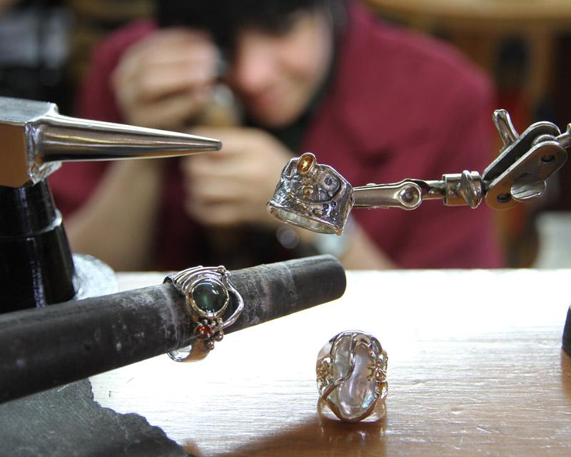 ÉCONOMUSÉE - artisan à l'oeuvre | Le Forgeron D'or - bijoueterie & joaillerie